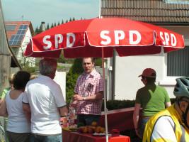 Erfrischungen, Obst und interessante Gespräche beim Radlspaß 2010