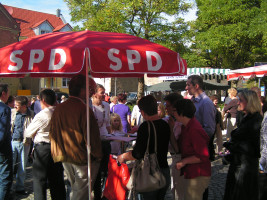 Unterschriftenaktion für die Wiedereinführung der Werntalbahn Teil2